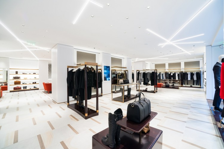 How Retailers Can Survive The Online Phenomenon With LED